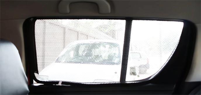 娘と車中泊をする父親