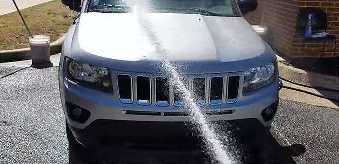 洗車して車を冷やす