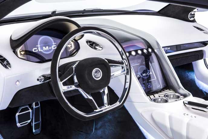 スーパーカーらしい豪華なGLMG4のハンドル