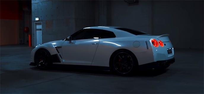 ローダウンでキメた日産GTR