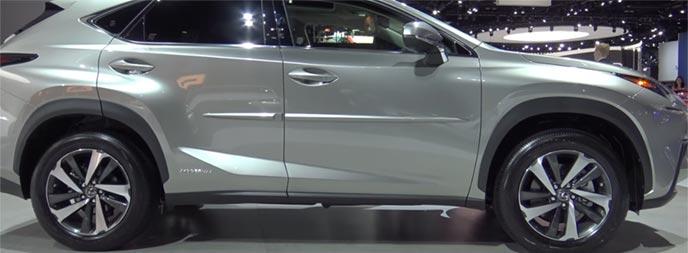 スポーティーな走りを魅せるレクサス新型NX