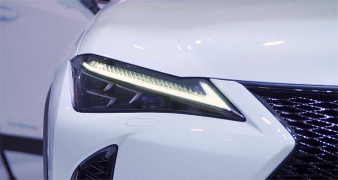 新型UX UX250h Fスポーツのヘッドライト