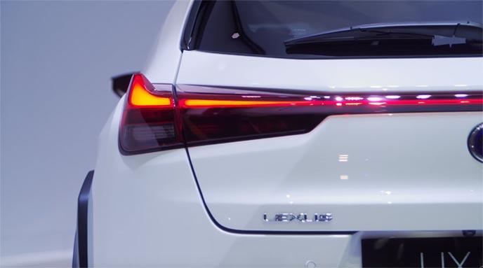 新型UX UX250h Fスポーツのリヤバンパー