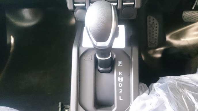 新型ジムニーのAT車のシフト