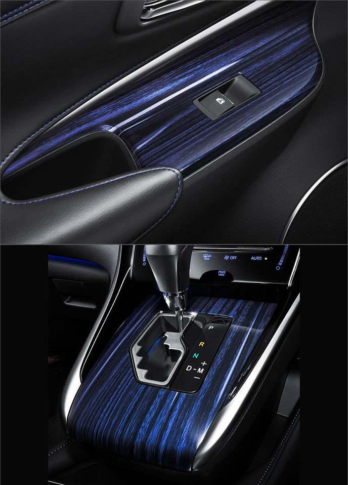 ハリアー後期特別仕様車スタイルブルーイッシュのブルー木目パネル