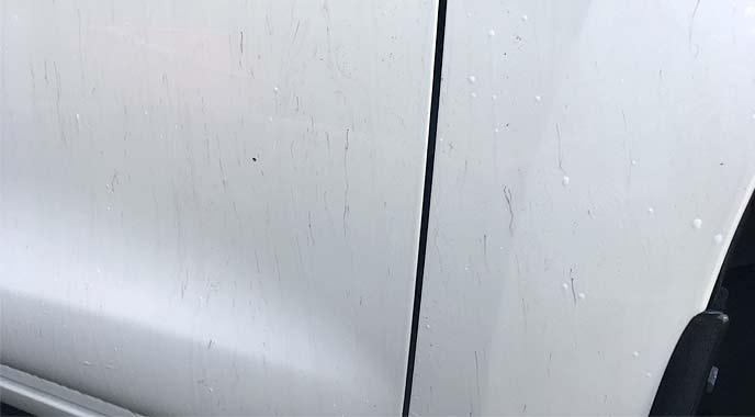 鉄粉がついた車