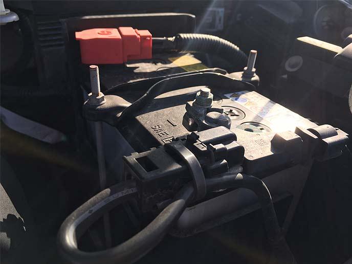 バッテリーが上がり修理に出された車