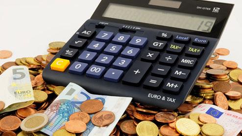 自動車税の支払い期限は何月?滞納した場合はどうなる?