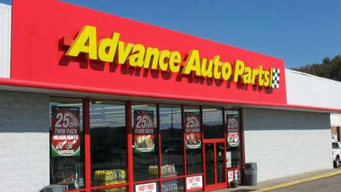 エンジンオイルを販売するカー用品店
