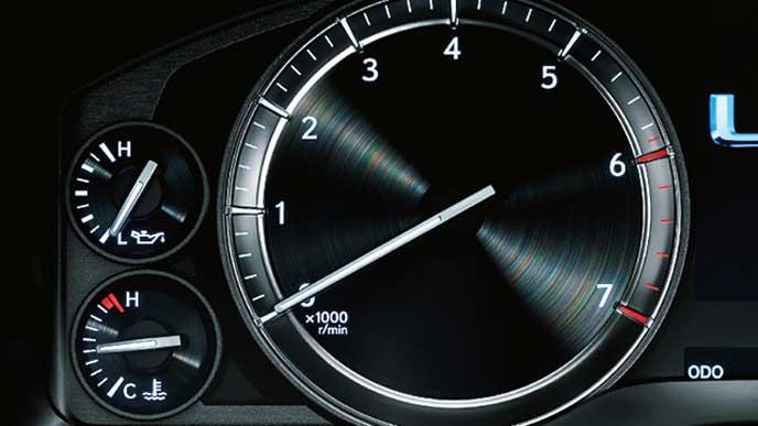 LXのレーシーなアナログ時計