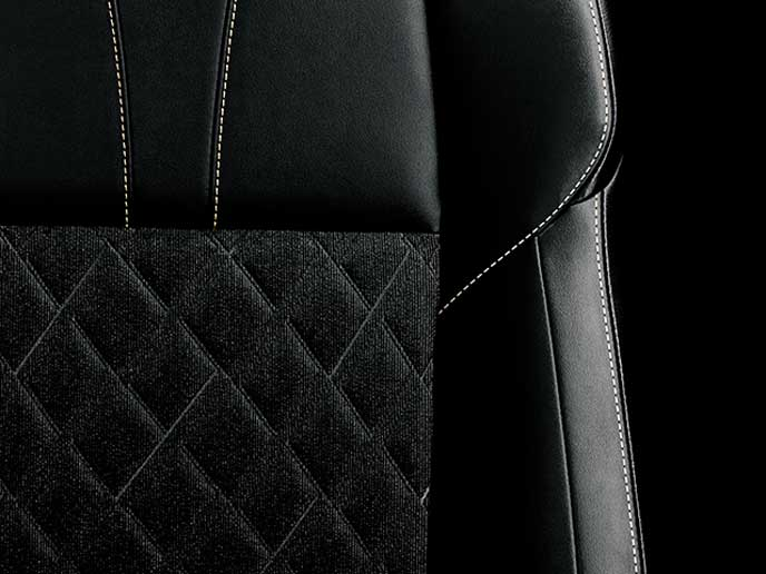 ブラックの上級ファブリック+合成皮革の表皮