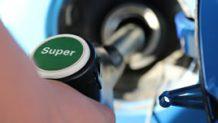 ガス欠で車のエンジンがかからない時に助かる6つの対処法