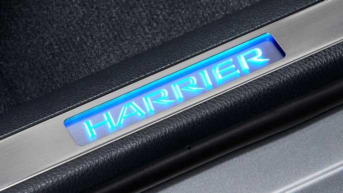 2017新型ハリアーのイルミネーション付ドアスカッフプレート