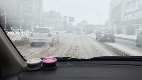 車の窓の曇り止め対策集~エアコン操作やシリカゲルを使う方法と防止グッズ5選