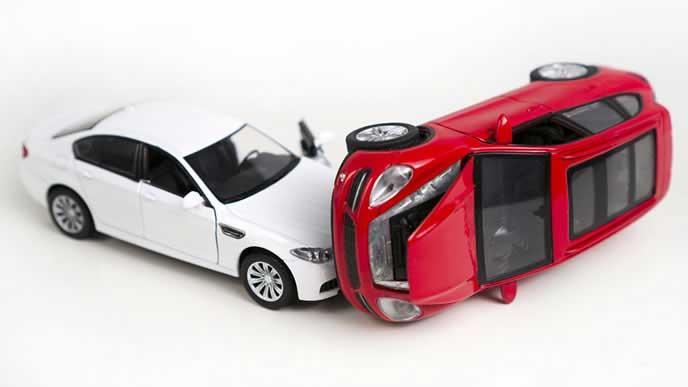 衝突事故を起こしてしまった車