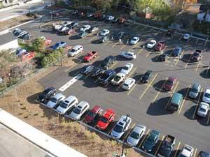 バック駐車しやすい広い駐車場