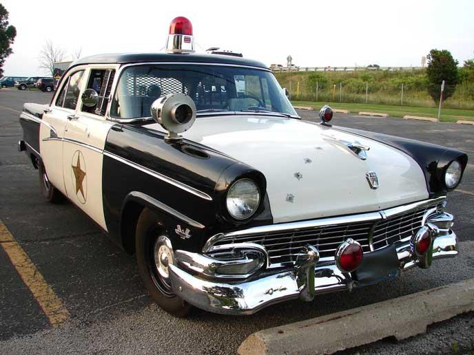 パッシングを取り締まる警察車両