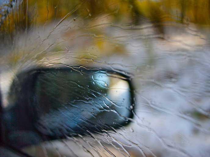 油膜がついたサイドガラス