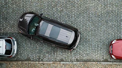 縦列駐車が簡単に出来るミラーの見方とハンドル操作のコツ