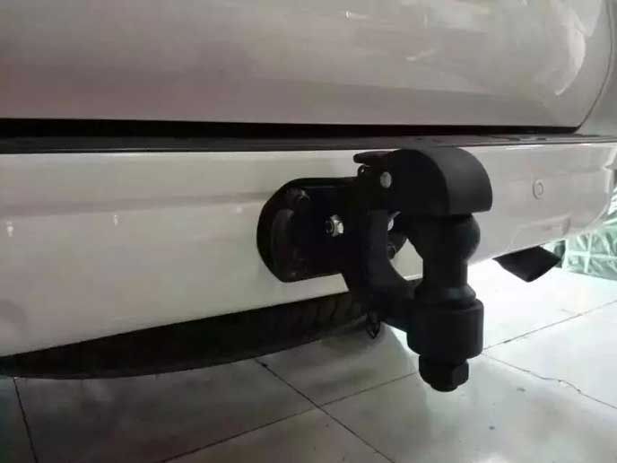 ランクル200系のトーイングヒッチ