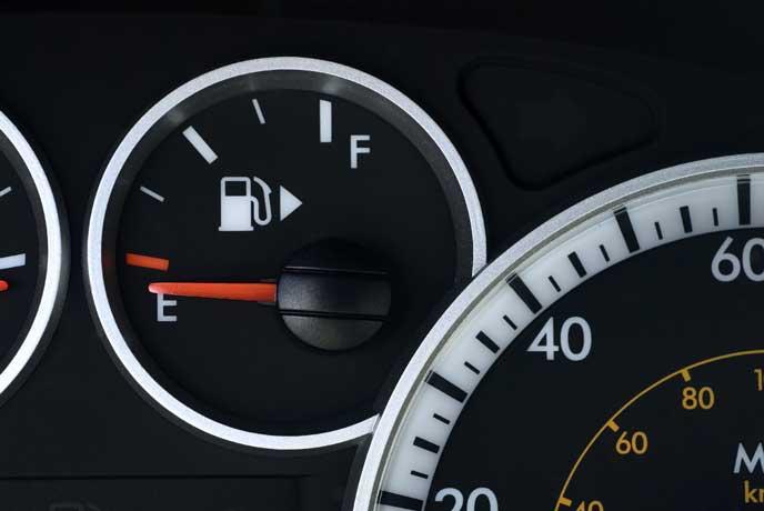 燃料が空を示すメーター