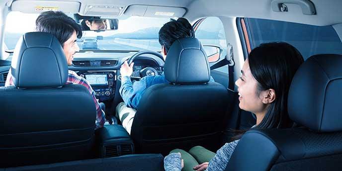 自動運転技術を体験するドライバー
