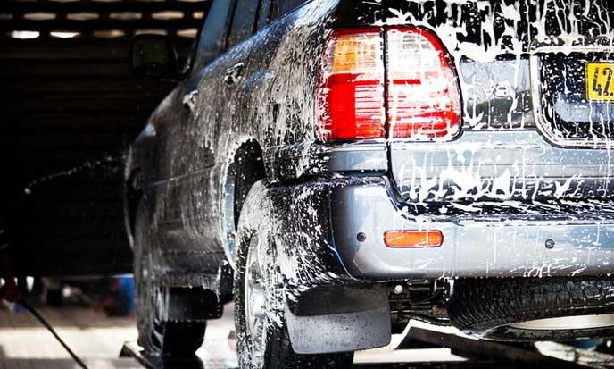 洗車の中の車