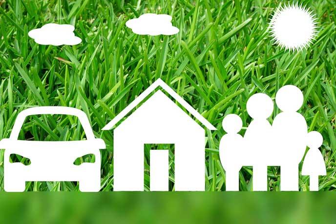 家族と家と車を守る保険のイメージ