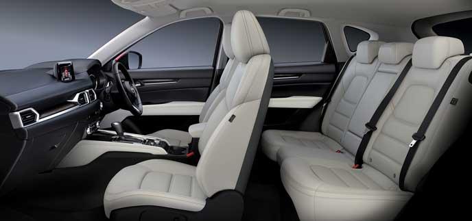 CX-5のパーフォレーションレザー・ピュアホワイトのシート