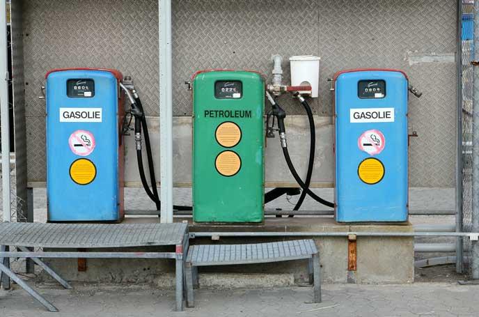 車の燃料を扱うスタンド