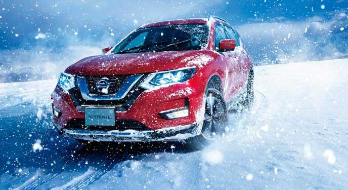 雪道を走る新型エクストレイル