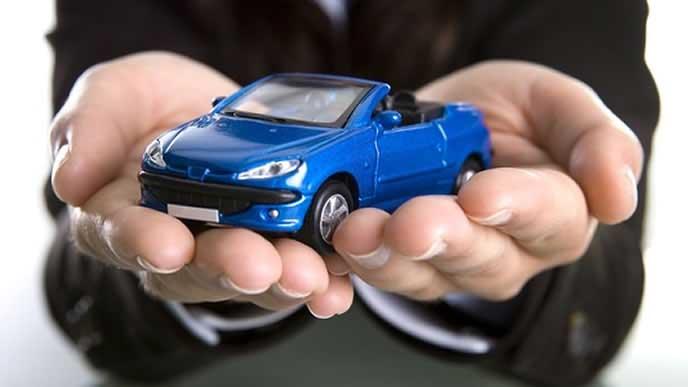 車の安全を守る保険外交員