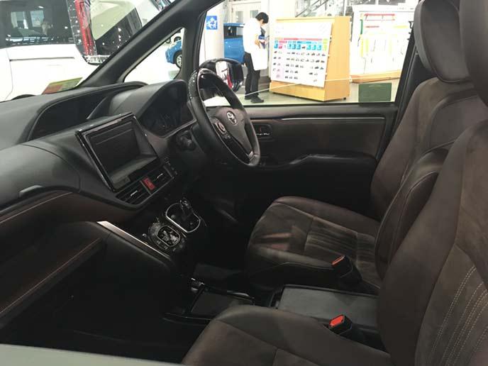 新型エスクァイアのフロントシート