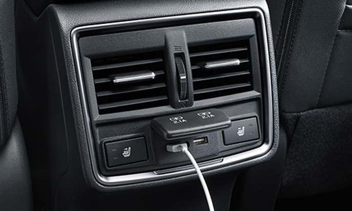新型フォレスターの後席USB端子