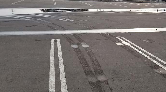 駐車スペースを探す