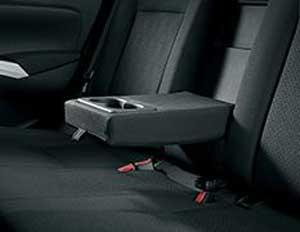 新型SX4のリアアームレスト