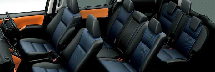 前モデルのオレンジ×ブラックのヴォクシーの内装