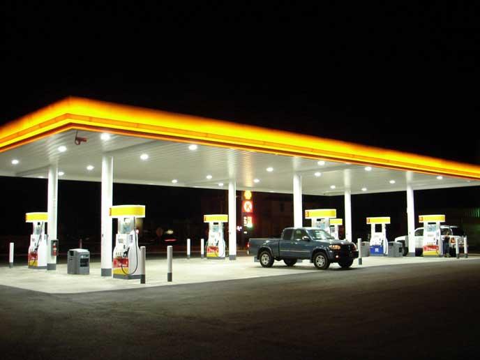 24時間営業のガソリンスタンド