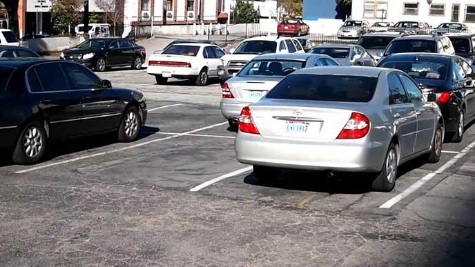 海外にある舗装された駐車場
