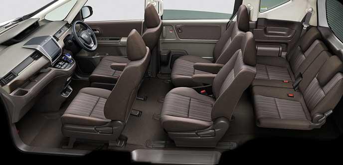 モカのファブリックシートとウォームガンメタのインパネ内装の新型フリード