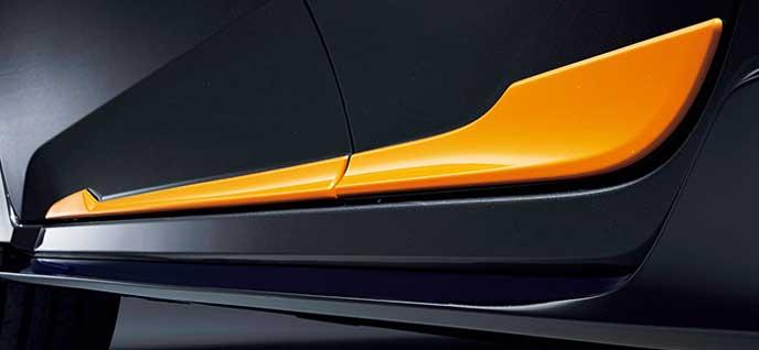 新型シビックハッチバックExcite Sportyパッケージのドアロアガーニッシュ