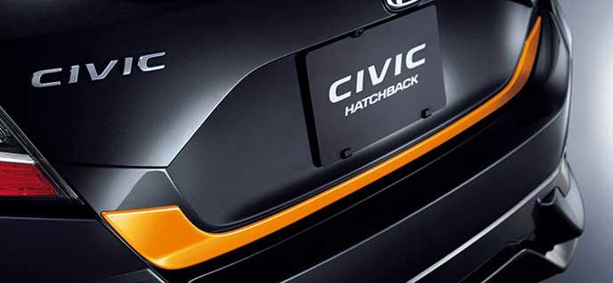 新型シビックハッチバックExcite Sportyパッケージのテールゲートガーニッシュ
