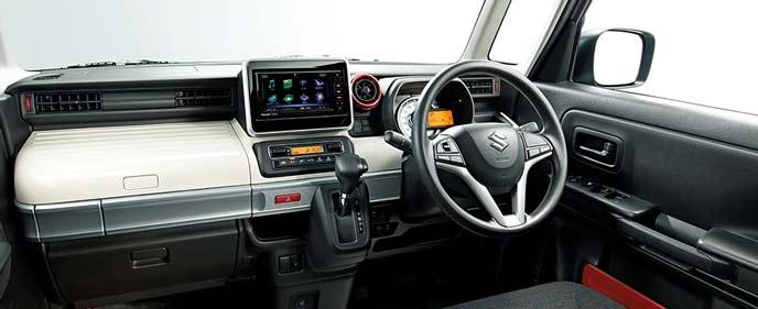 4WD設定がある軽自動車スペーシアのインテリア