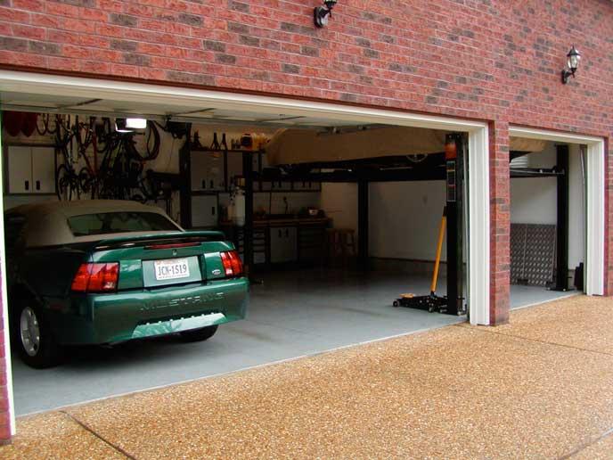 車をとめる自宅のガレージ