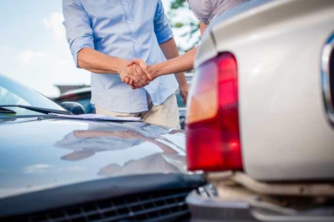 車の事故をおさめる保険屋