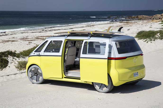 リアドアを開けるVWの新型EV車ID BUZZ