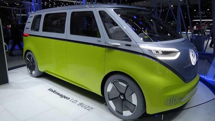 展示中のVWの新型EV車ID BUZZ