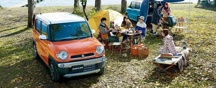 スズキ新型ハスラーでキャンプをする家族