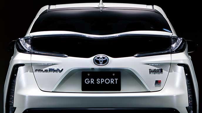 新型プリウスPHV GRスポーツのリヤビュー