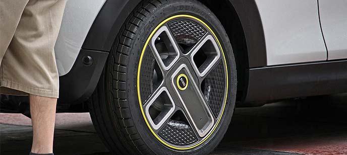 EVホットハッチ「MINI S E」の市販形開発車両